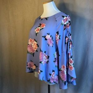 Lily White Lt Blue Floral Blouse w/Bell Sleeves Lg
